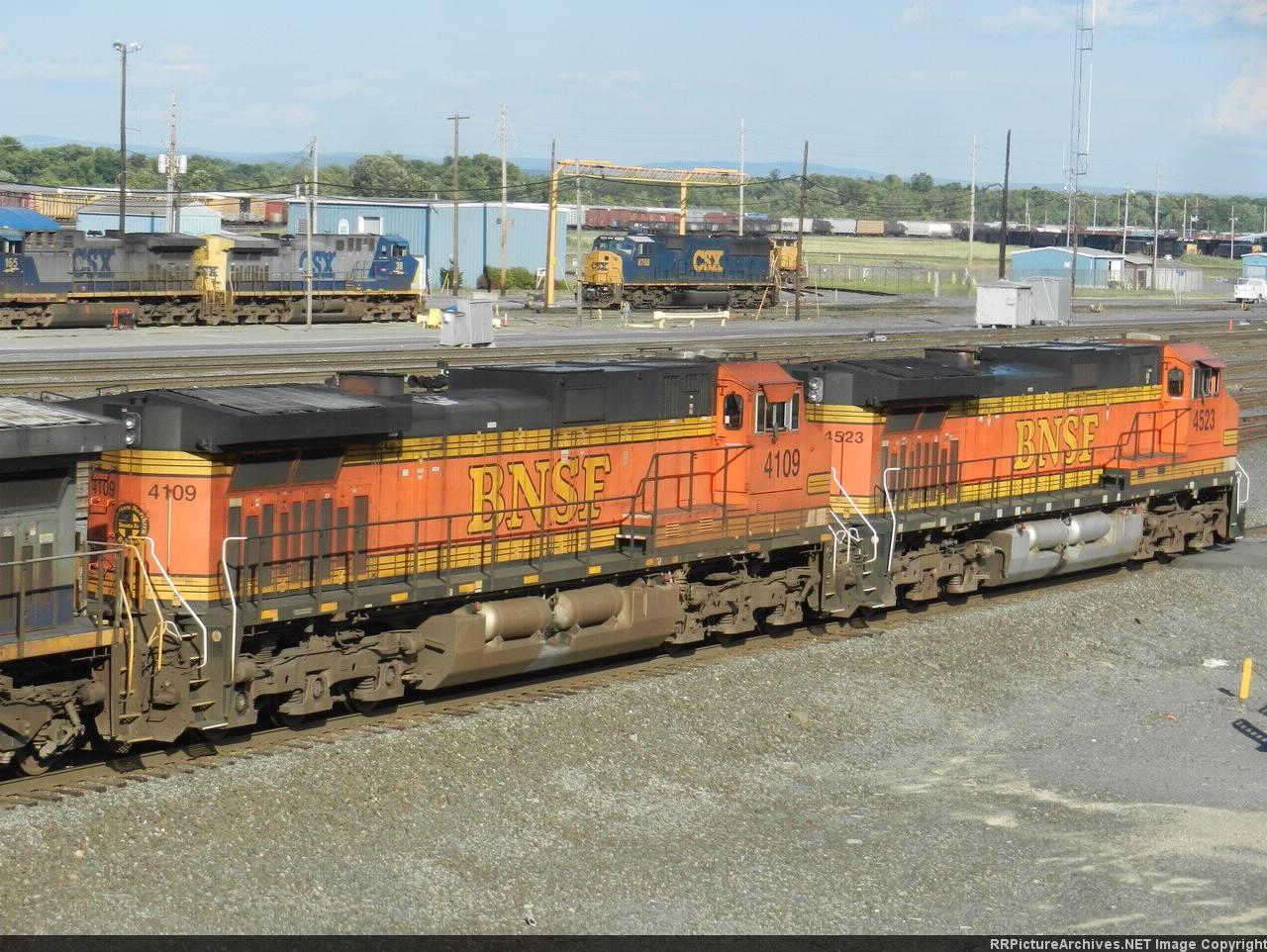 BNSF GE C44-9W's 4523 & 4109