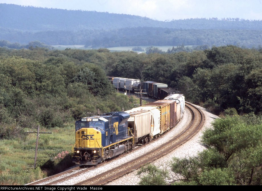 CSX 810 on the point of Q317