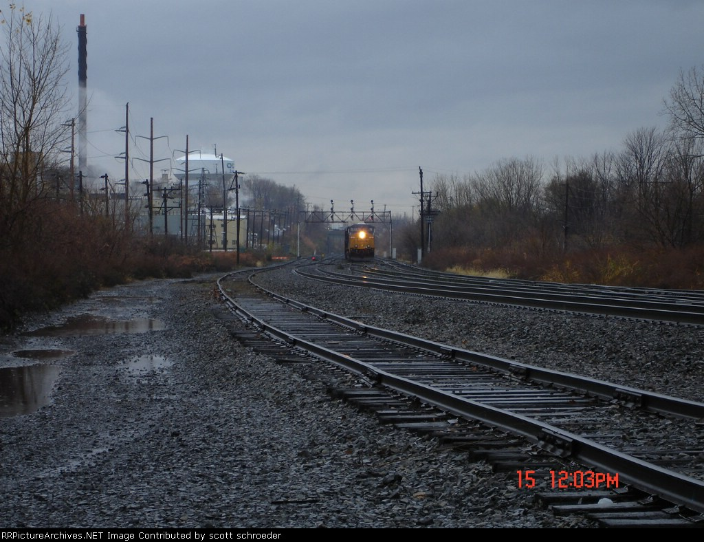 CSX 5265 crossing over from the #1 Track to the New Lead