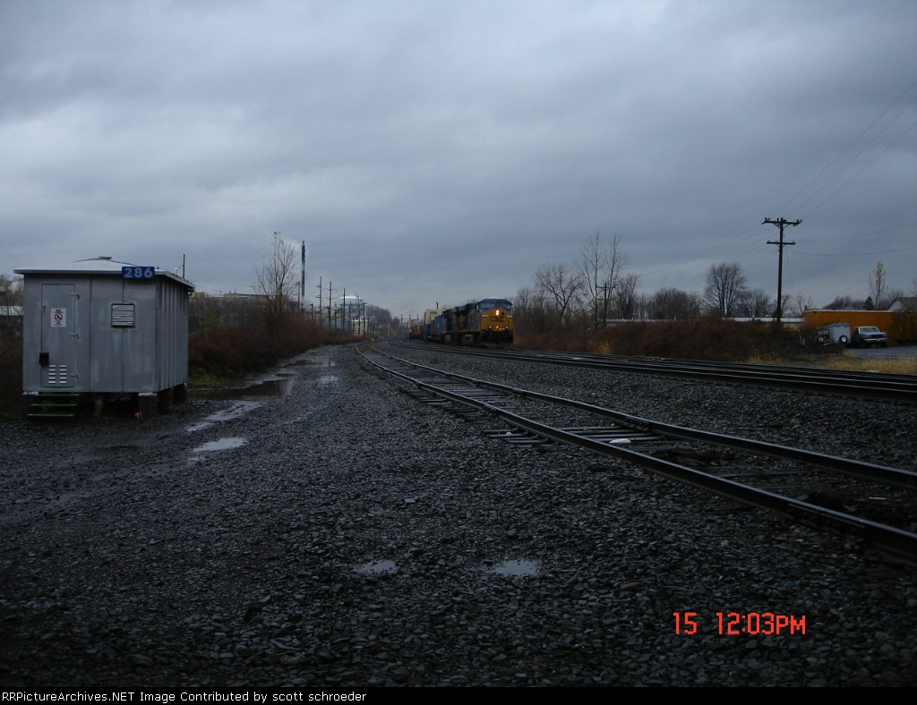 CSX 5265 EB about to pass the CP 286 shack