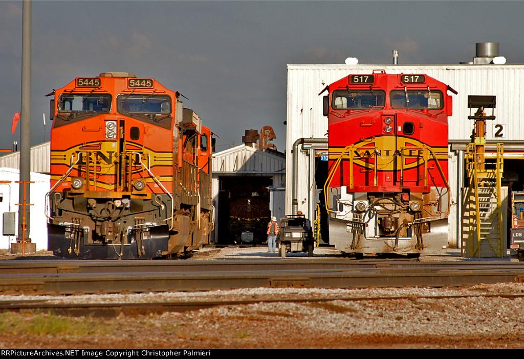 BNSF 5445 and BNSF 517