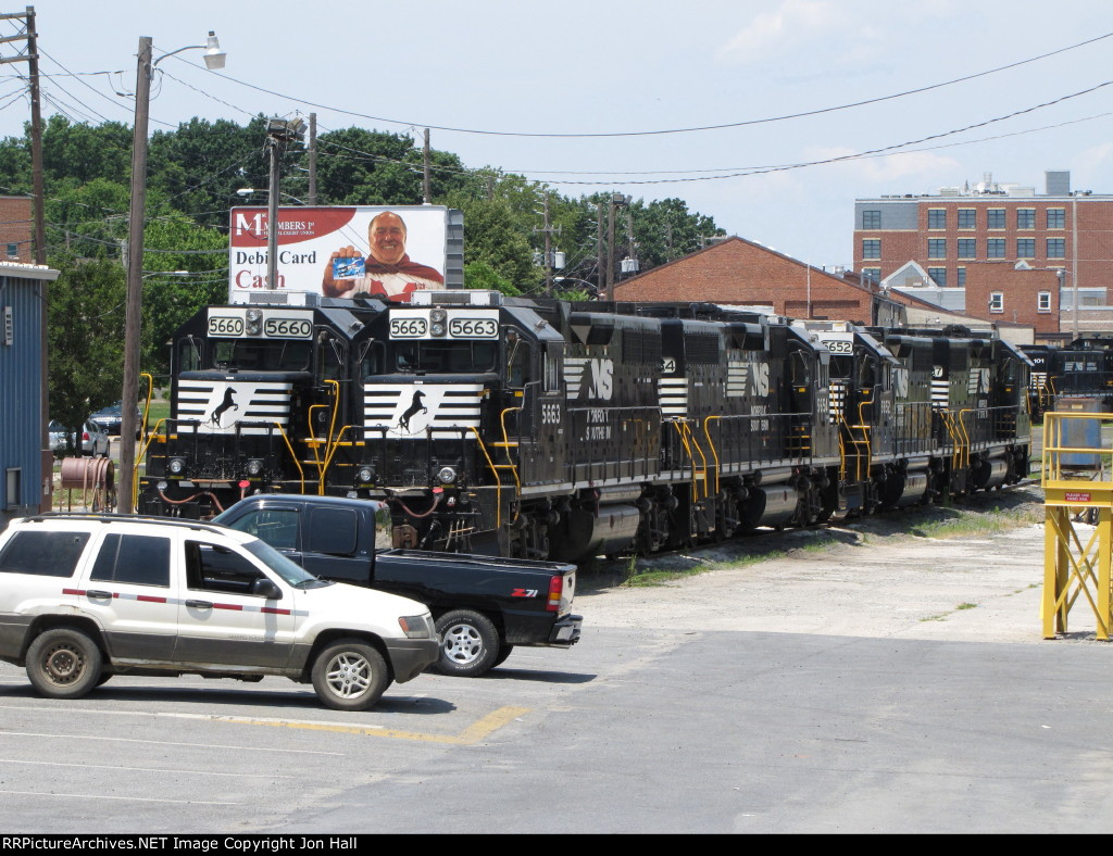 NS 5660 & 5663 sit with several other GeeP's at the NS facility