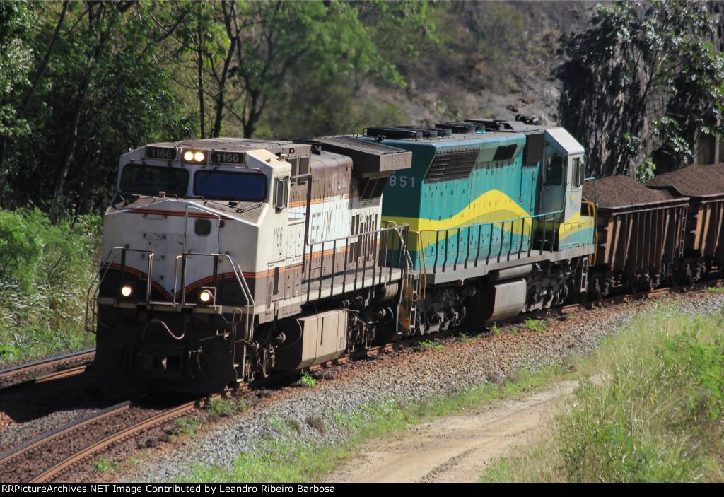 EFVM 1166 e 851 em Cavalinho