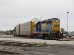 CSX 6390 pulls north to depart the yard with a long string of autoracks