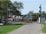 Heading east CSX 3046 nears the railfan park with R647