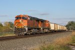 BNSF 6207 & 6400 wheel 661 west through the sweeping curve