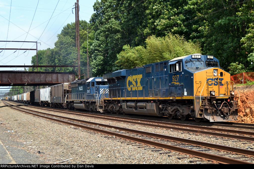 CSX ES44AH 927, HLCX SD40-2 8147 on Q439-17