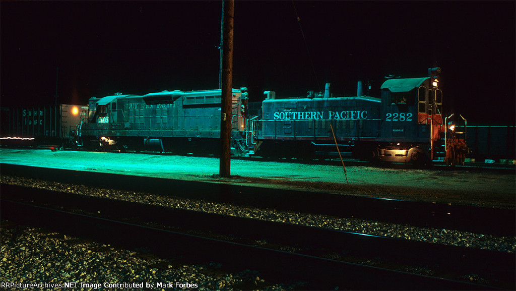 SW1200 and SD7R make night switching moves