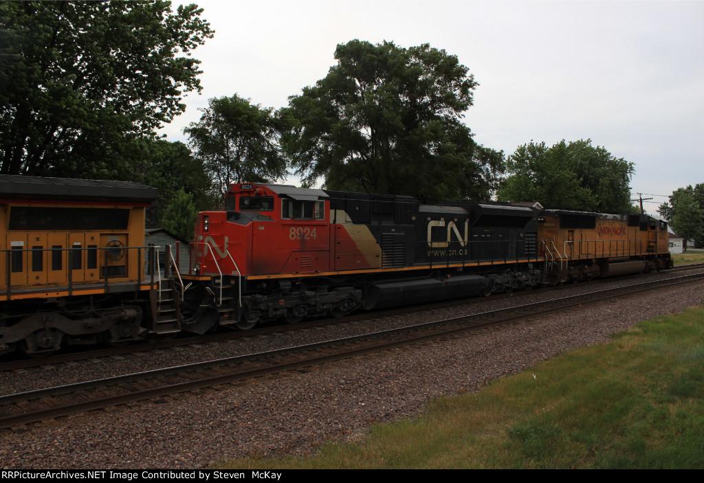 CN 8924
