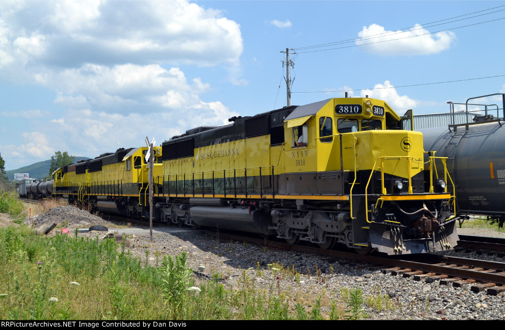 NYSW SD60 3810 brings the SD60 trio east on CL-1