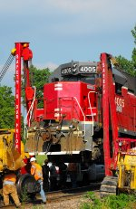 Corman crew picks up MNA company loco AGR 4005 to replace motor wheel bearing 2011