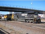 Norfolk Southern D9-40CW no. 9337 with Union Pacific SD70M  no. 4649