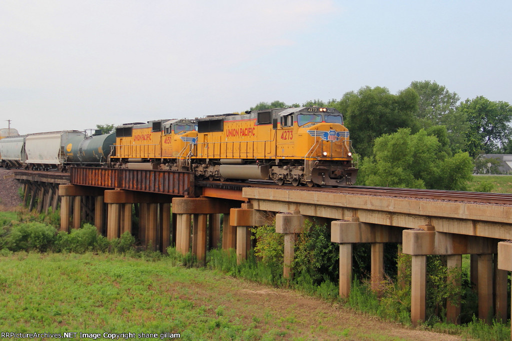UP 4273 heads nb with a freight train bound for dupo ill.