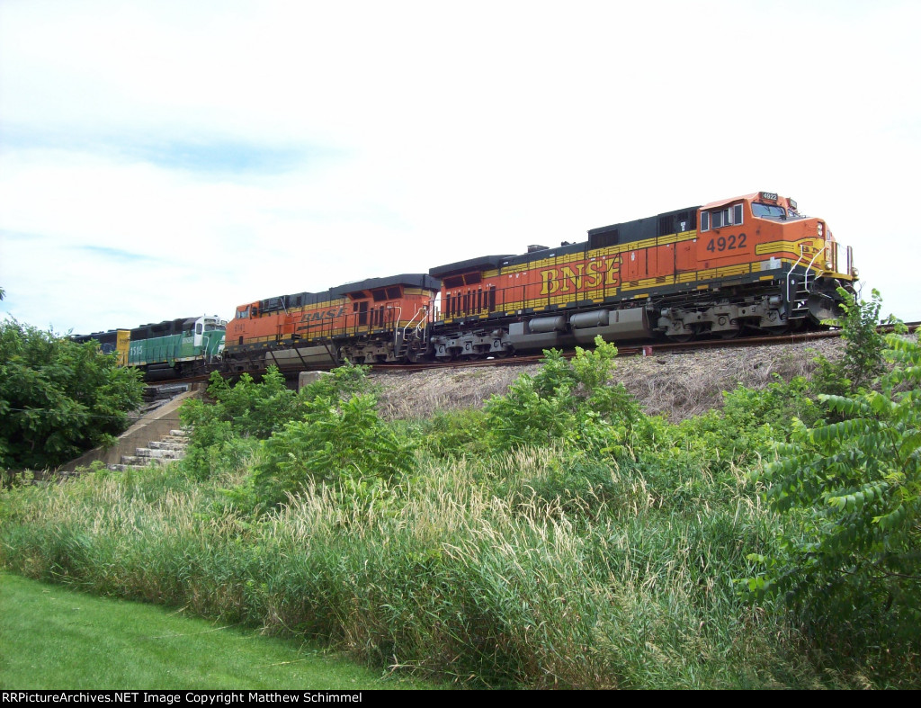 Pumpkins Leading BN Green & ATSF Blue and Yellow