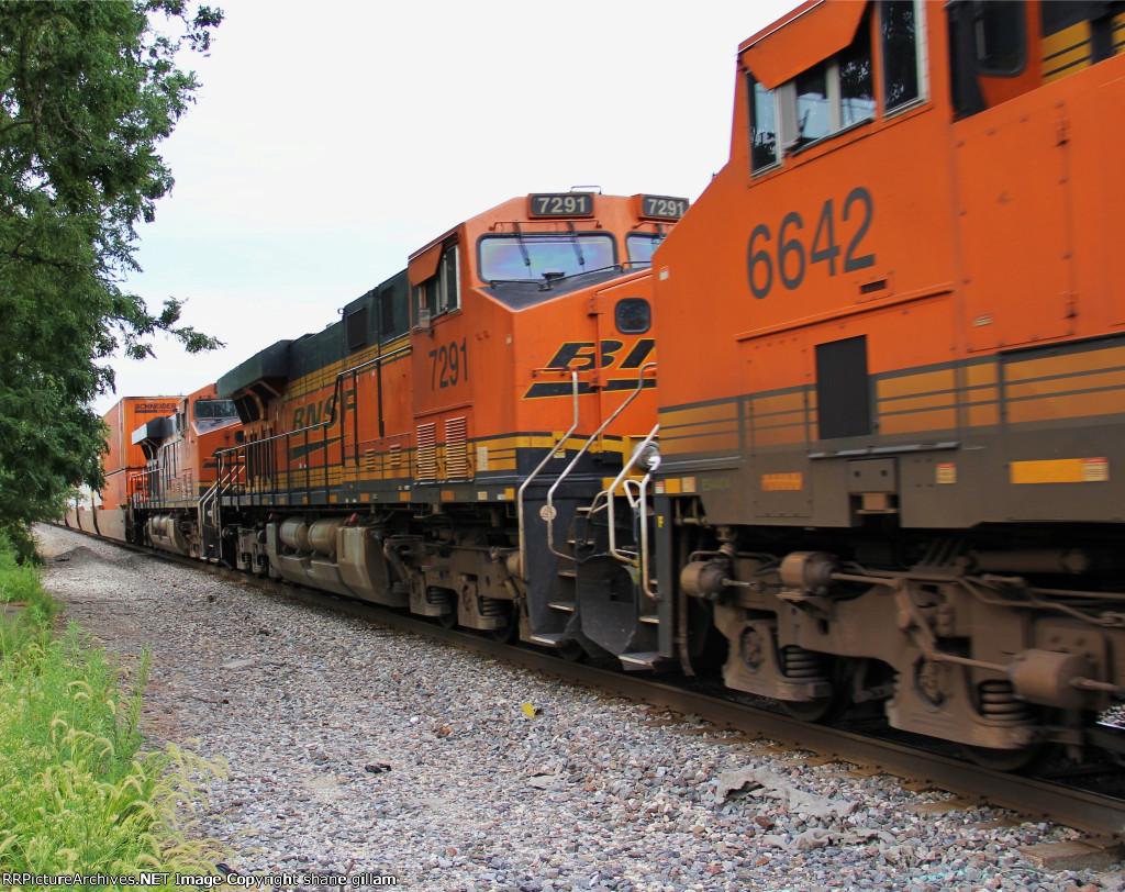 BNSF 6642 is apart of this eb hotshot z train.