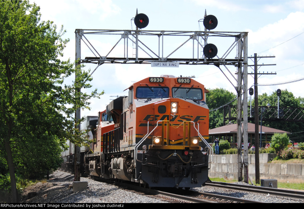 BNSF 6930