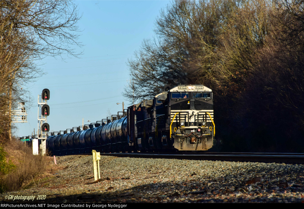 NS 4102 leads a pipeline on wheels....