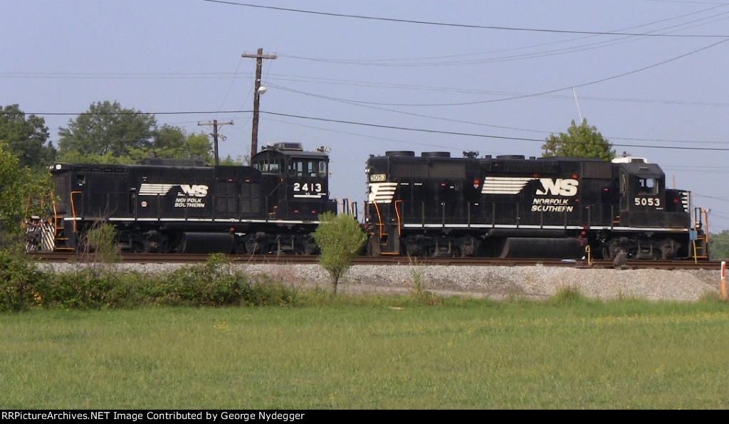 NS#2413 (MP15DC) & NS#5053 (GP38-2) working at the Hayne Yard