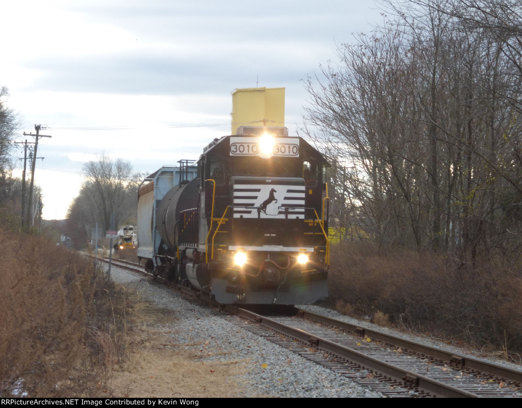 NS GP40-2 3010 working the M&E (Lackawanna) Chester Branch after serving Holland Mfg.