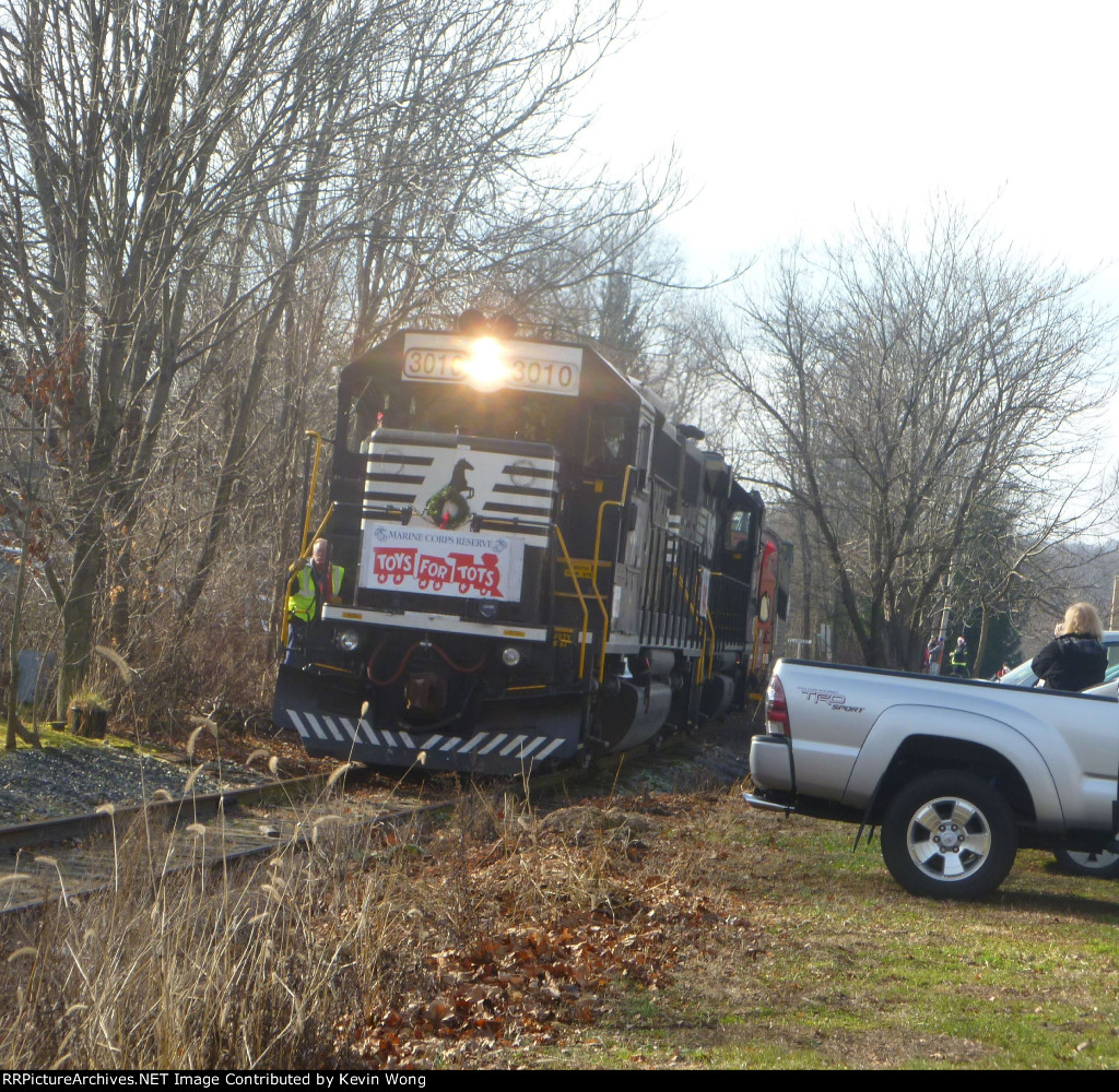 Morristown & Erie Toys For Tots train