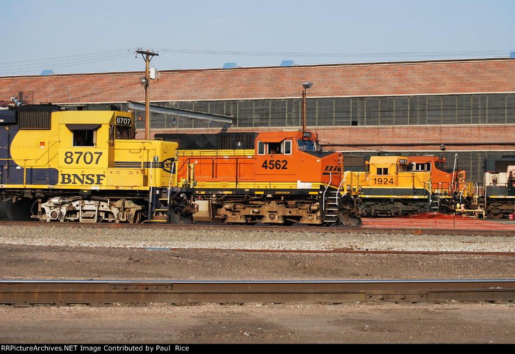 BNSF 8707 On Standby