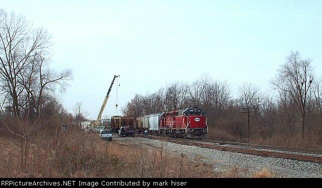 Rerailing a derailed grain car