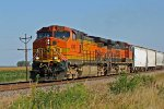 BNSF 4046 heads up a NB freight thur elsberry MO.
