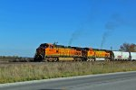 BNSF 4879 heads Nb out of the elsberry siding.