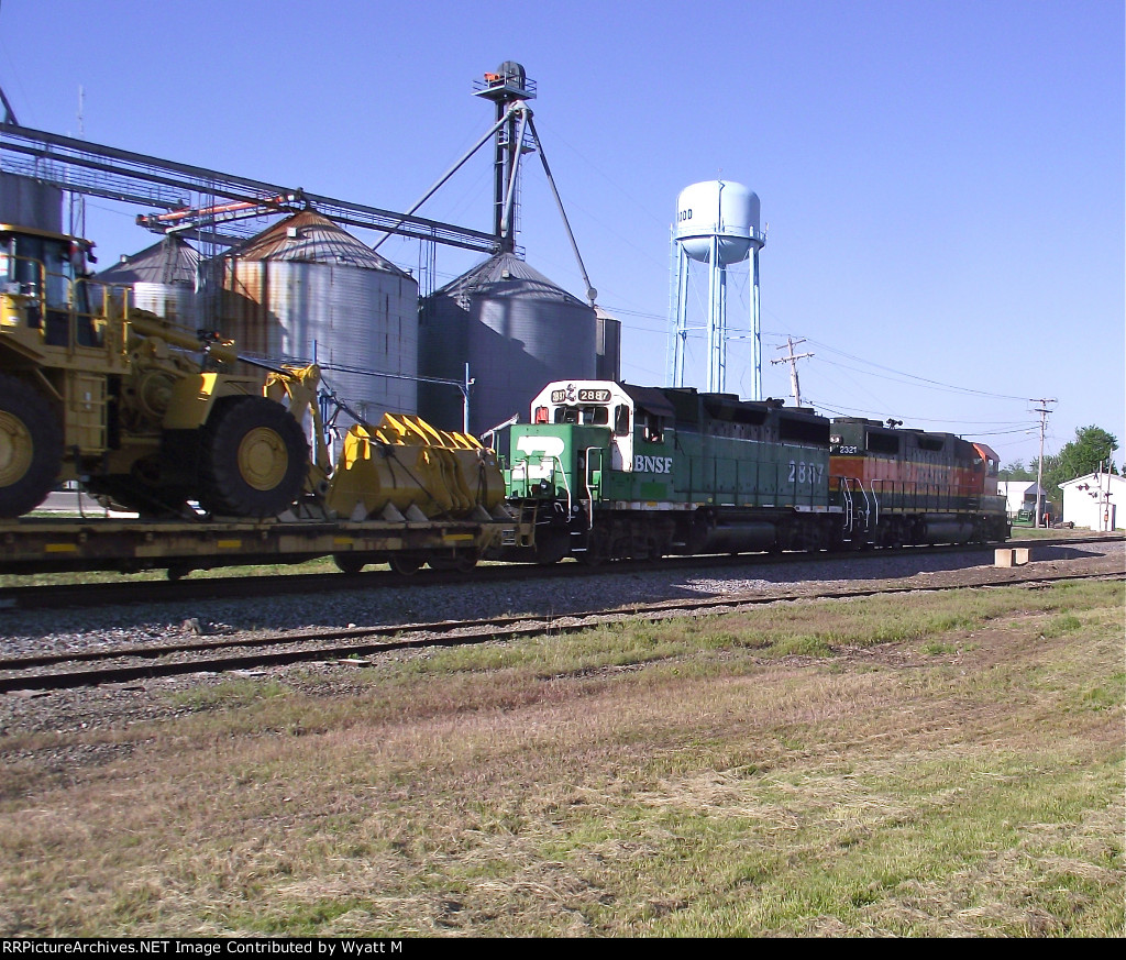 BNSF 2887 and 2321