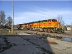 BNSF 7685 and 1069