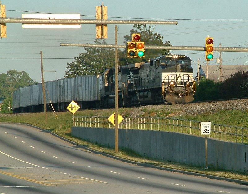 NS 9540 leads train 251