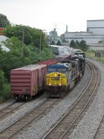 CSX 640 rolls past interchange cars bound for the GDLK as it departs with Q334-07