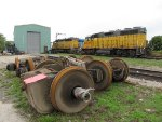 Traction motors sit around as LLPX 2210 & GEXR 2652 wait nearby