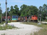 CN 8959 rolls south past the northbound Washago signal with Q114