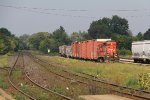 L580 goes about its work sorting cars for pick up by roadfreights later on