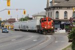 With traffic on Clarence St stopped, 4112 starts to lead L580 south into the road