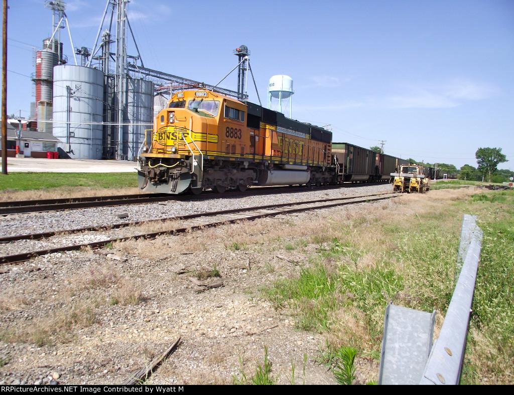 BNSF 8883