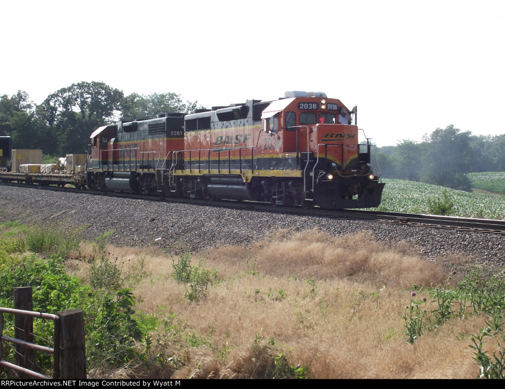 BNSF 2038 and 2261