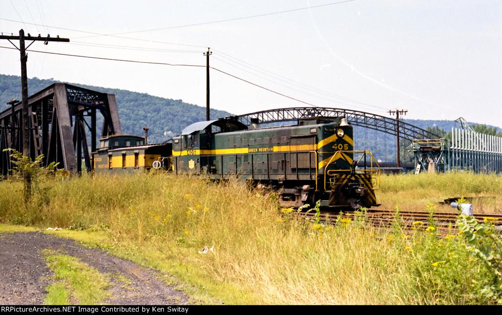 Green Mtn 405 (ex Rutland 405) & Caboose