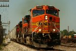 BNSF 5469 east past Eastfield