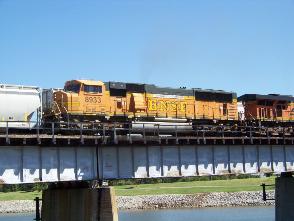 BNSF SD70MAC 8933