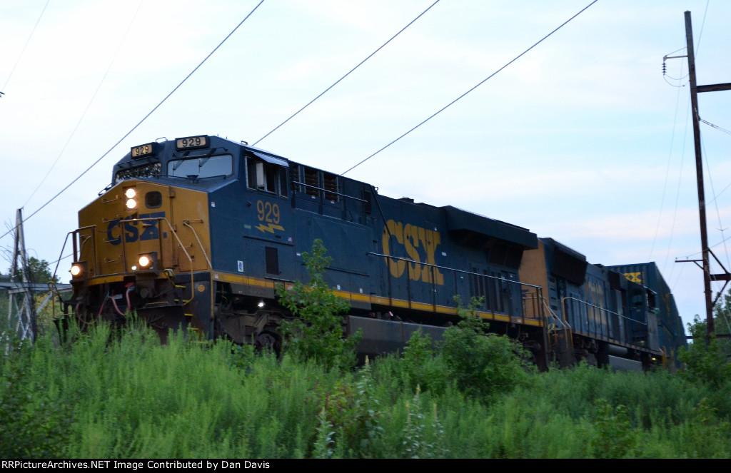 CSX ES44AH 929 leads Q191-07