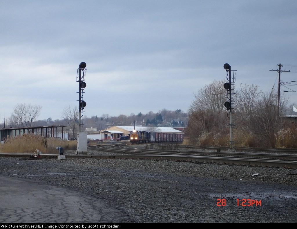 CSX 4829 & CSX 733 EB on the #1 Track with the CSX L626