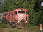 DME 6085 Pulls a short train