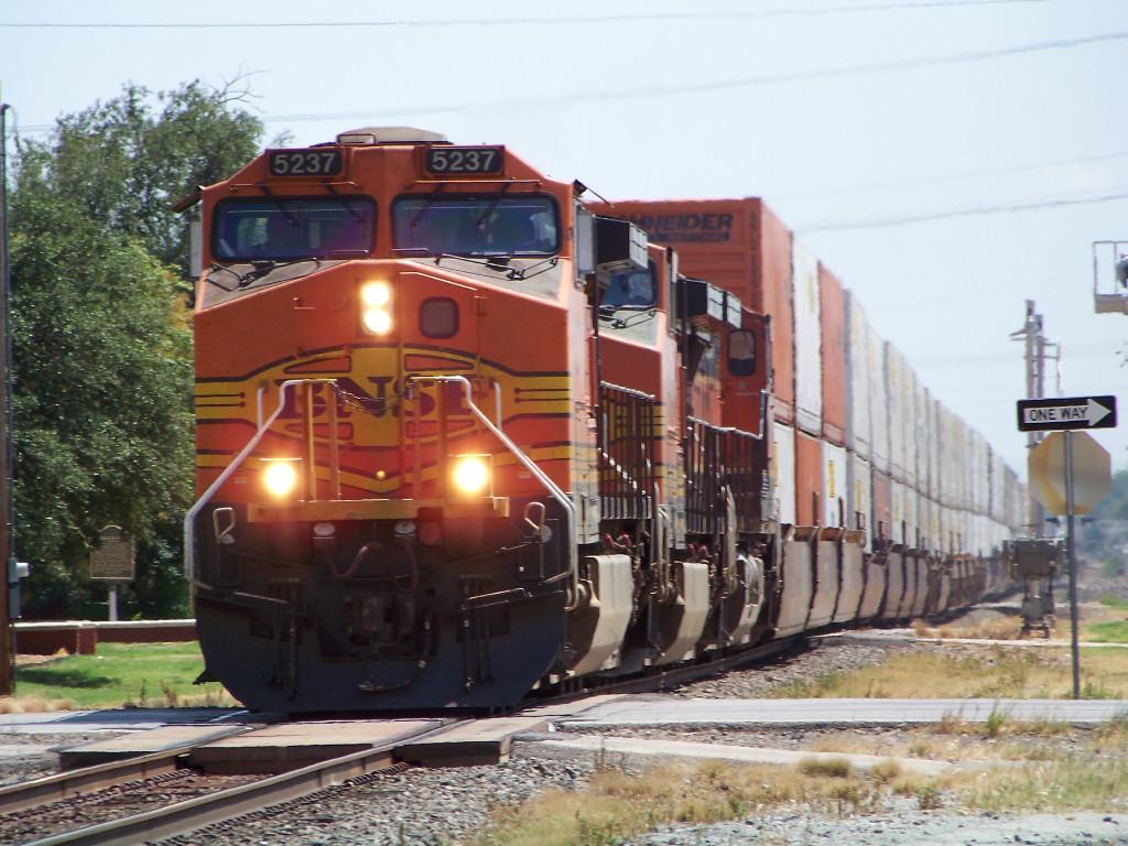 BNSF C44-9W 5237