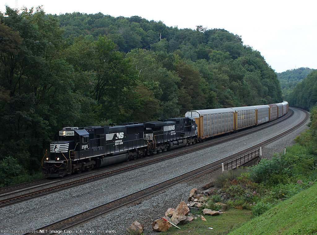 NS 2565 west at Mile 255 Pittsburgh Line