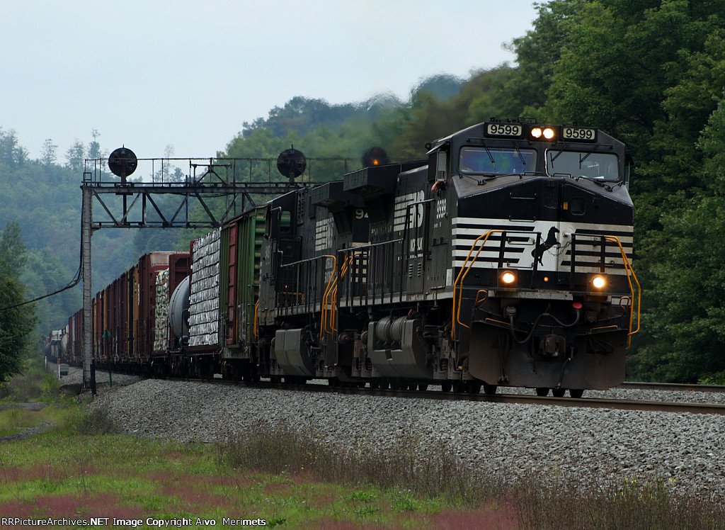 NS 10J at Mile 254 Pittsburgh line