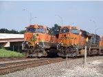 BNSF C44-9W 1062 & BNSF ES44DC 7873