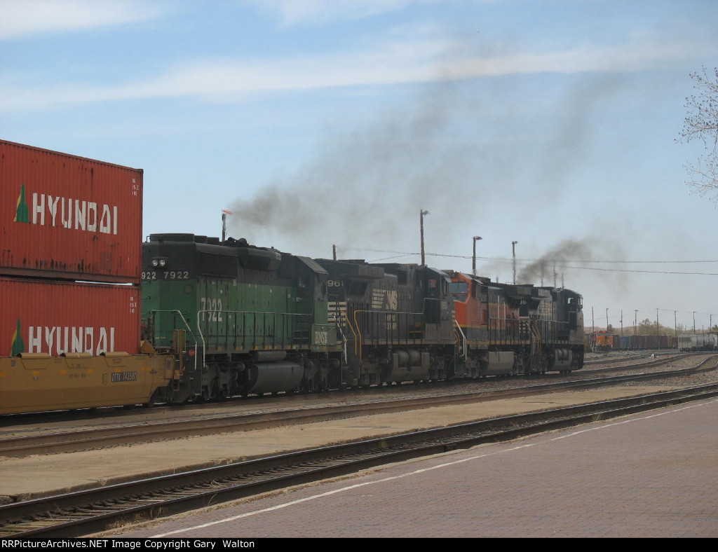 Dogs breakfast, former BN, BNSF and NS.