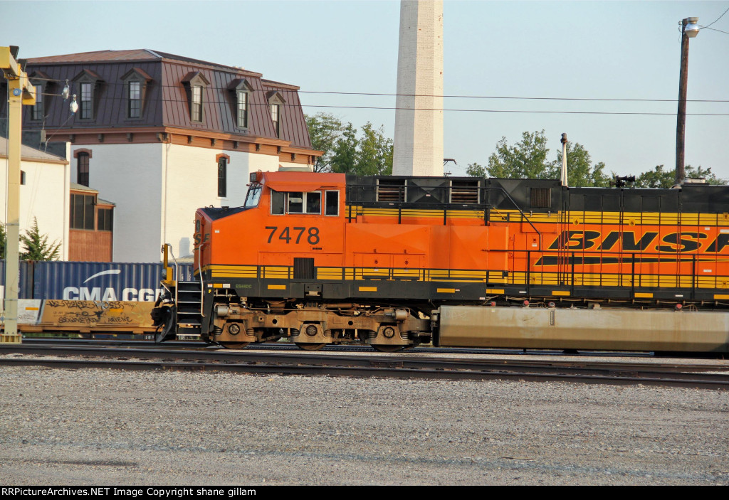 BNSF 7478 sits on the fuel rack,